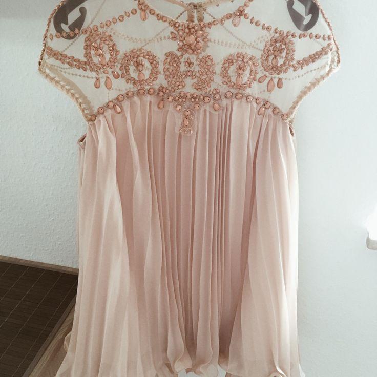Auf der Suche nach einem Hochzeitsgast-Outfit? Finde das perfekte secondhand Teil!