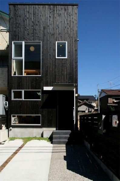 Photo:堀宏之(BORA) 専門家:が手掛けた、黒一色の外観(『間口2間の家』)の詳細ページ。新築戸建、リフォーム、リノベーションの事例多数、SUVACO(スバコ)