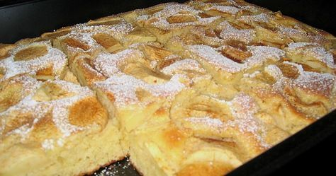 Zutaten 4 Ei(er) 250 g Zucker 125 g Butter 100 ml Milch 300 g Mehl 3 TL Backpulver 5 m.-große Äpfel Zimt zum Bestreue...