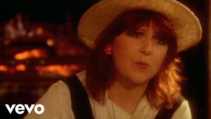 Music video by Mike Oldfield performing Moonlight Shadow. (C) 1983 Mercury Records Limited