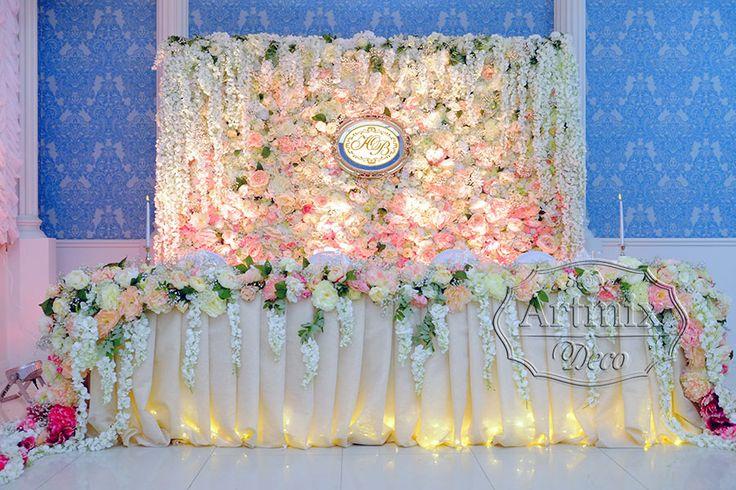 Цветочная стена как фон свадебного президиума, арка для выездной регистрации, так и для фотозоны на свадьбе - Артмикс Декор