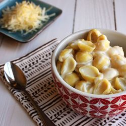 Shells and White Cheddar - A creamy stove top mac and cheese using three ingredients #foodgawker