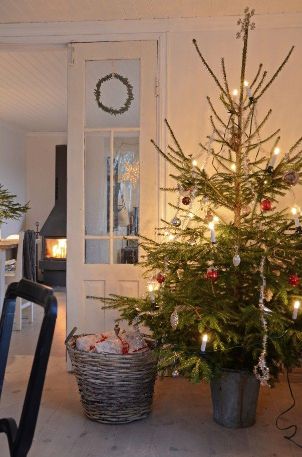 Would love to have this Christmas tree with Radko little Gems on it. Vintage Country Christmas inspired.