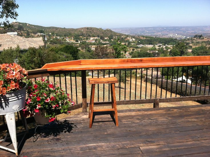 38 Homes That Turned Their Front Lawns Into Beautiful: Turned Deck Railing Into A Bar