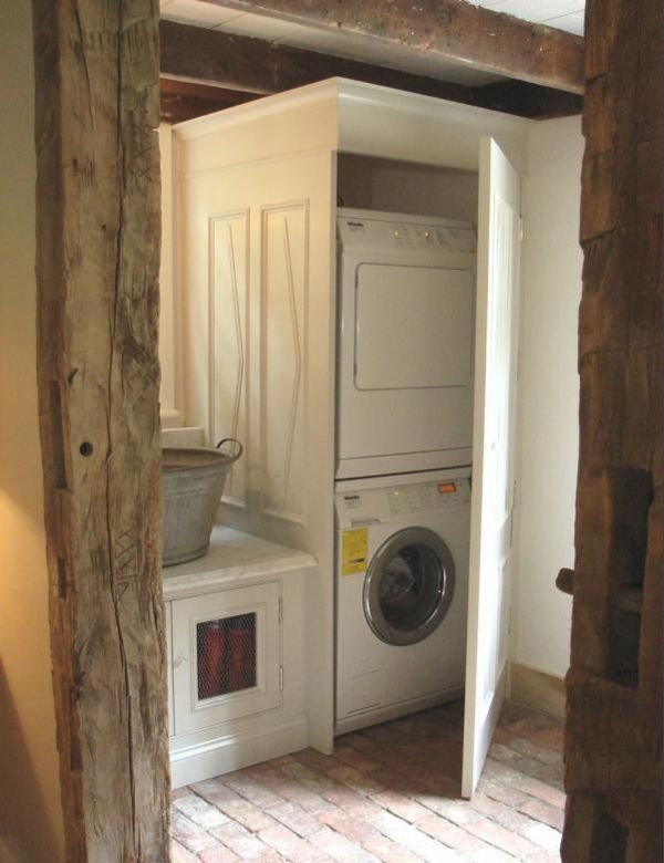 laundry room: The Doors, Ideas, Farmhouse Laundry Rooms, Farms Houses, Washer And Dryer, Mud Rooms, Laundry Closet, Houses Design, Cabinets Doors
