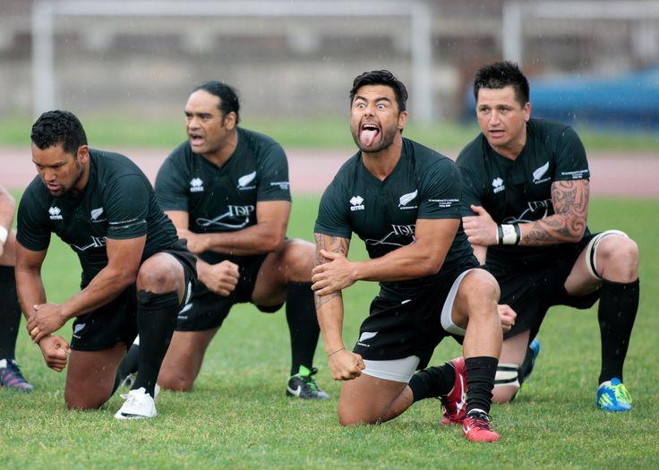 Le leggende del Rugby #3. Ed eccole qua le leggende del Rugby, nel fantastico evento, sponsorizzato da Althea, degli ex nazionali di Rugby Italian Classic XV contro New Zealand Invitation XV. L'haka, l'inno di Mameli, campioni stellari in campo, brividi a ripetizione in una giornata fantastica all'Arena civica di Milano.  Altri momenti qui: http://www.sughialthea.it/libera-tutti.php #liberatutti #rugby