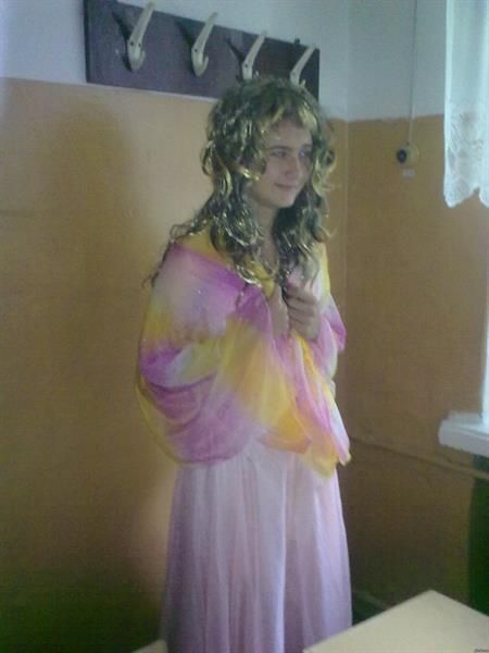 Мальчик в школьном платье