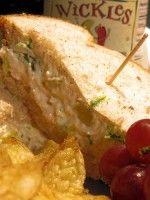 Makreel salade is heerlijk op toastjes, op salades of broodjes.