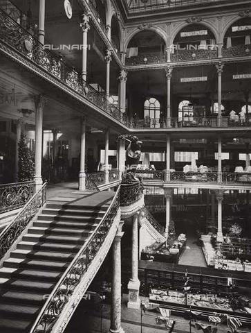 Milano, interno della Rinascente - 1930