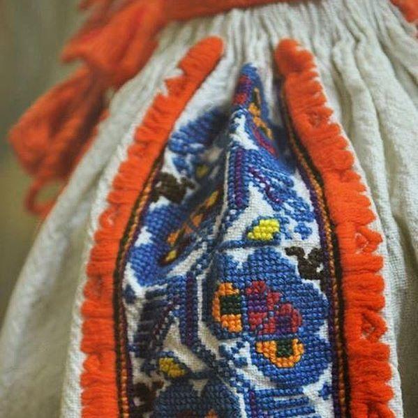 Detaliu cămașă femeiască. Zona etnografică Călata.  Via Comori etnografice  #sezatoareaurbana #romania #lablouseroumaine #romanianblouse #romanian