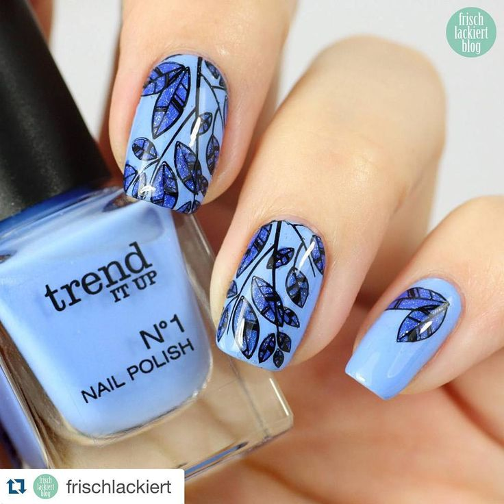 """""""Blue for you just love this mani by the amazing @frischlackiert ・・・ Guten morgen Hier noch schnell mein gestriges Ergebnis meiner Reverse Stamping…"""""""