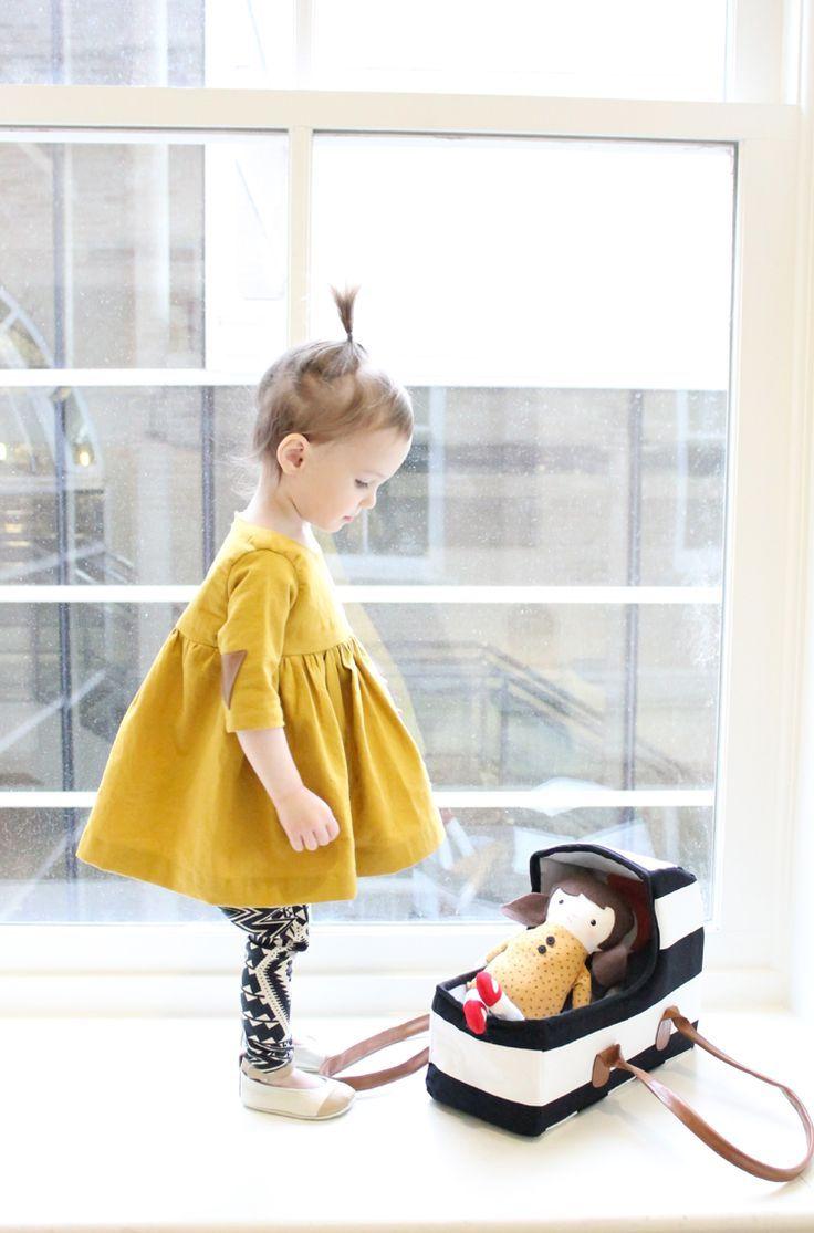 bébé fille avec tunique caca d'oie et legging noir et blanc
