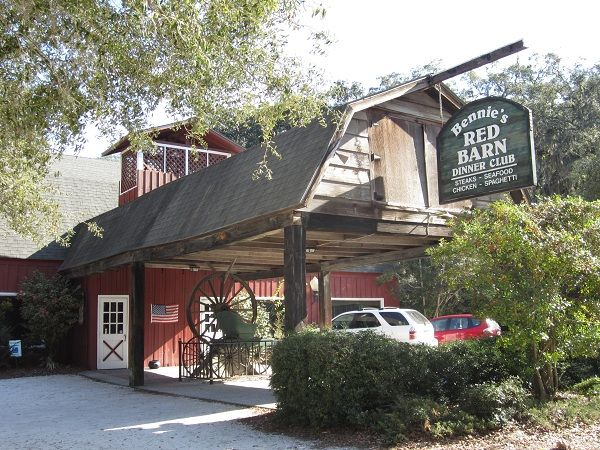 Bennie S Red Barn St Simons Island Ga Seafood And Steaks In A Rustic Setting Huge Fireplace For Winter Dining