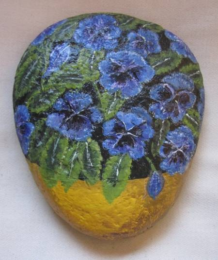 307 best images about painted rocks flowers trees such - Piedras para jardin ...