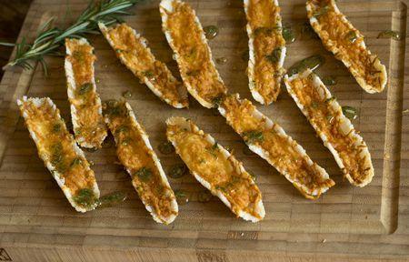 Receita Dedo de Moça: Canoinhas de tapioca com queijo, mel e alecrim