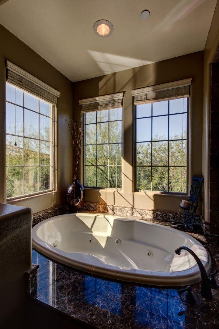 Master bath, jetted tub,windows, Arizona Real Estate