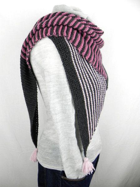 http://de.dawanda.com/product/109006227-handgestricktes-dreieckstuch-merino-extrafine