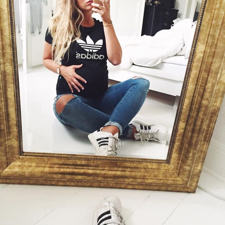 Joanna Johansson (@joannajohanssonx)  Instagram photos and videos Love these ripped maternity jeans | Pregnancy Clothes | Pregnancy Style | Pregnancy Fashion | Maternity Clothes | Maternity Fashion | Maternity Style |