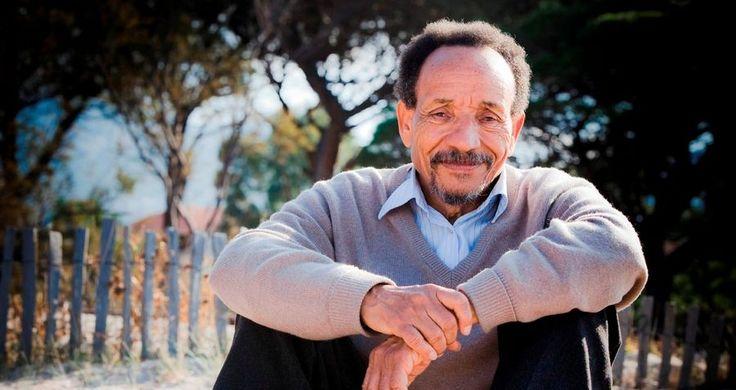 Pierre Rabhi nous propose onze pensées pleines de sagesse pour sauver la planète. Celui qui s'approprie ces valeurs devient une partie de la solution.