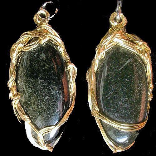 今から12000年以上前の旧石器時代からツールとして水晶とともに人々の生活に関わってきたパワーストーンのオブシディアン 光線の入り具合でうっすらとゴールドのシ...|ハンドメイド、手作り、手仕事品の通販・販売・購入ならCreema。