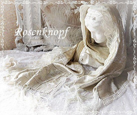 Zauberhaftes Tuch in golden schimmerndem Beigeton mit eingewobenen Silberfäden und verschiedenen Spitzen♥