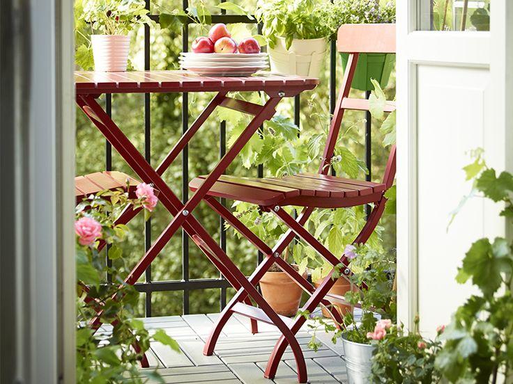 Det er utrolig hvor mye glede du kan ha av en liten balkong. Innred oasen din med nette møbler og frodige blomster!