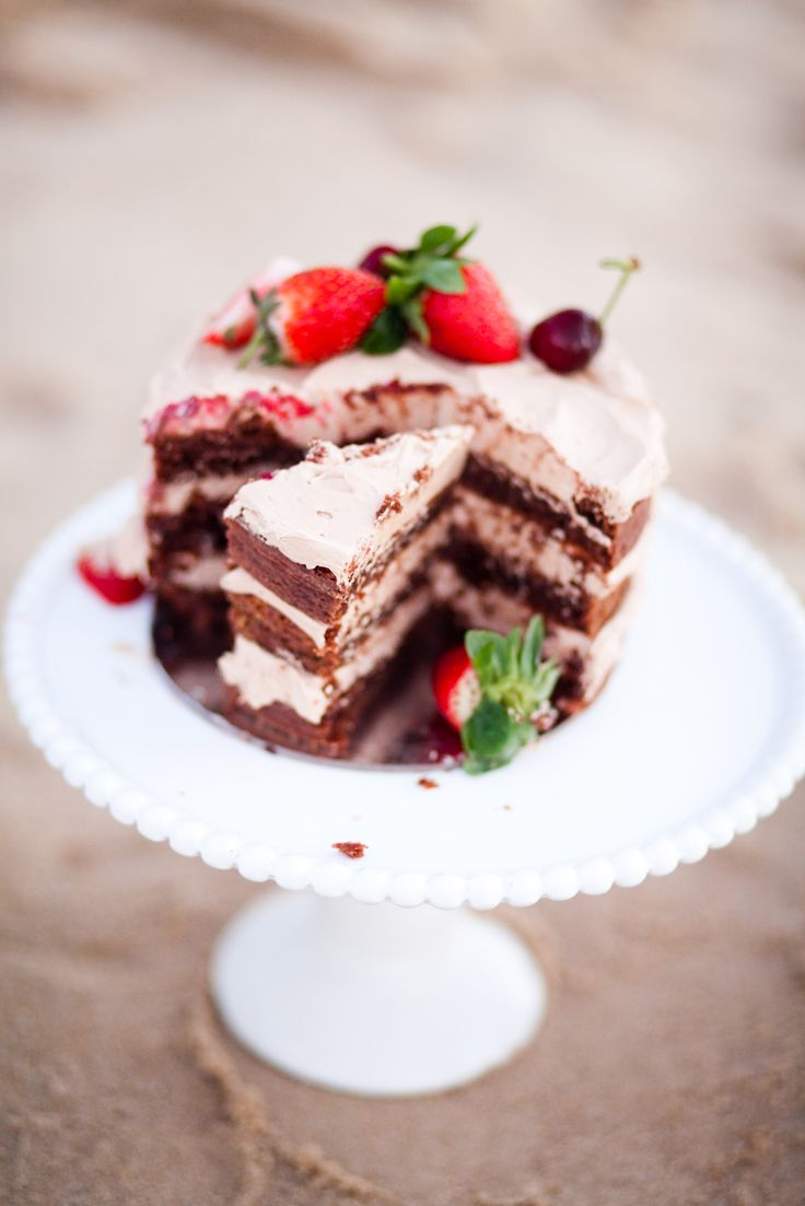 White Beaded Edge Cake Stand