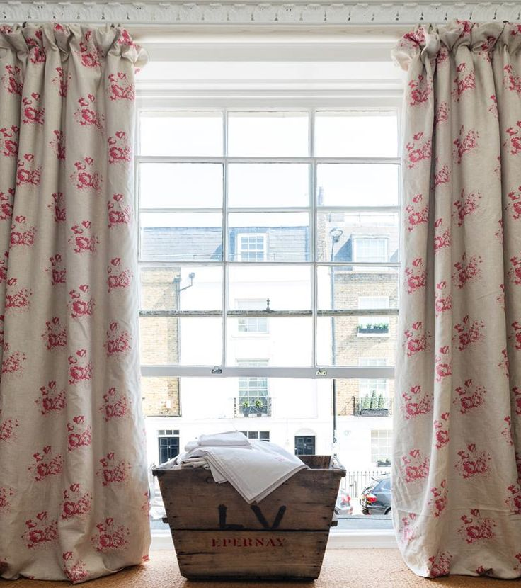 Curtains in 'Natural Hatley' Raspberry, Cabbages Roses