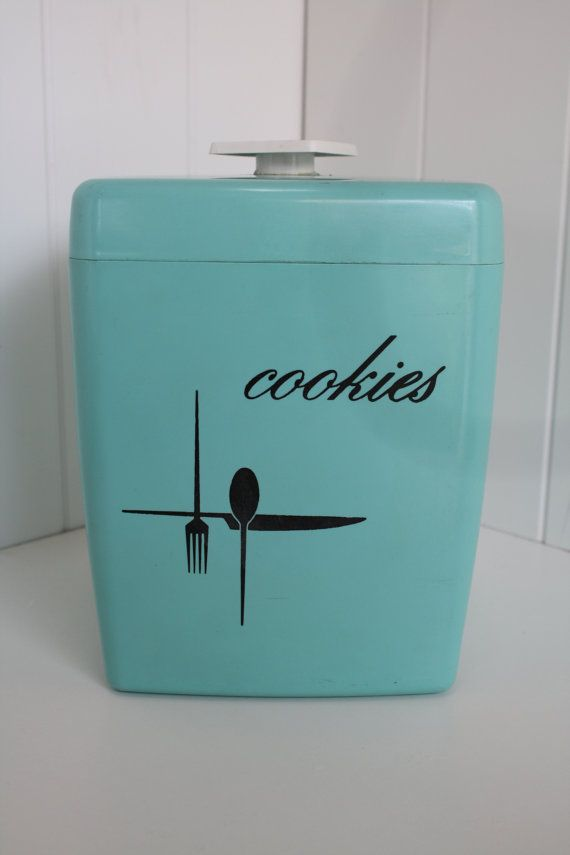 Retro Cookie Jar ~ Gotta keep the cookies fresh. Everything get stale faster near the lake air. Cannot have stale cookies!