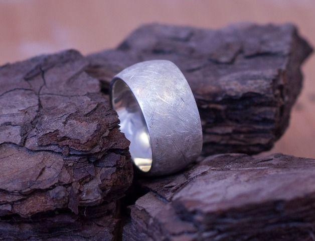 Moderner Ring (10 mm Breite) aus 925 Sterling Silber.  Die Oberflächen sind hochglanzpoliert oder matt gebürstet.  Zu diesem Schmuckstück erhalten Sie ein Geschenkkästchen. Weitere mögliche...