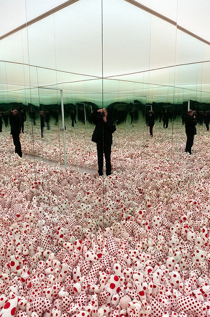 Yayoi Kusama - Infinity Mirror Room - Phalli's Field (Floor Show), 1965 (1998) by de_buurman, via Flickr
