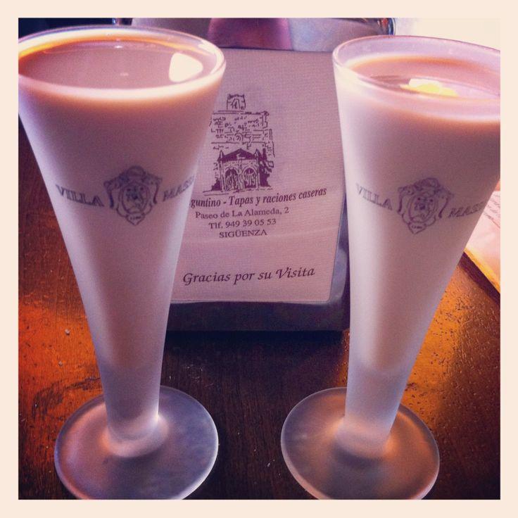 Crema de orujo en copa de limoncello Villa Massa #desencuentros