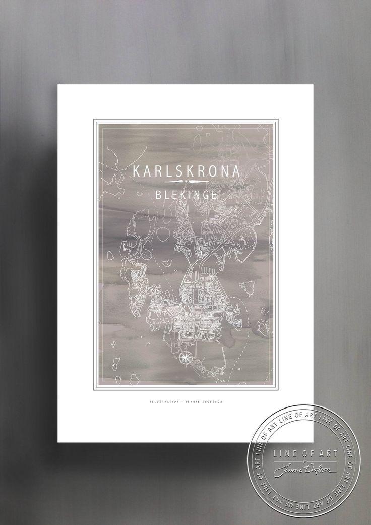 KARLSKRONA | BLEKINGE | GRÅ | © Line of Art by Jennie Elofsson Handtecknad karta med djupblå akvarell i bakgrunden. Finns i åtta färger och tre storlekar. In och hitta din favorit!    Hand-drawn map with a soft grey watercolor background. Available in eight colors and three sizes. Find your favorite!    Kartposter, map poster , print , poster , art print, illustration, lineofart, kalkfärg