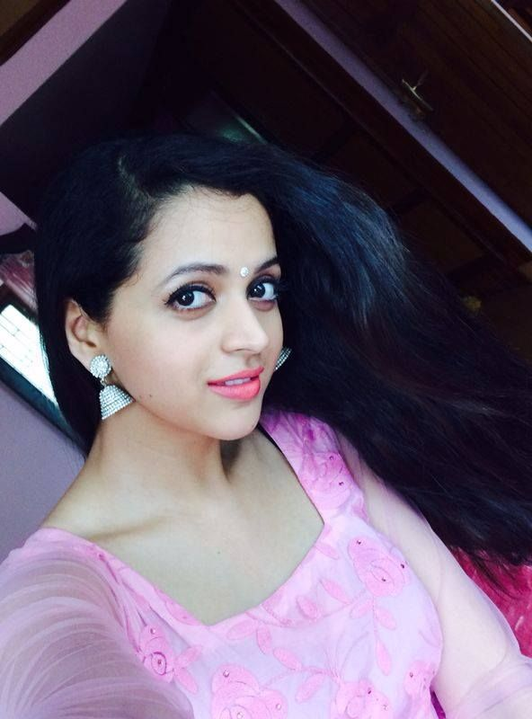 actress bhavana stills-photos-images-pictures-selfie (12)