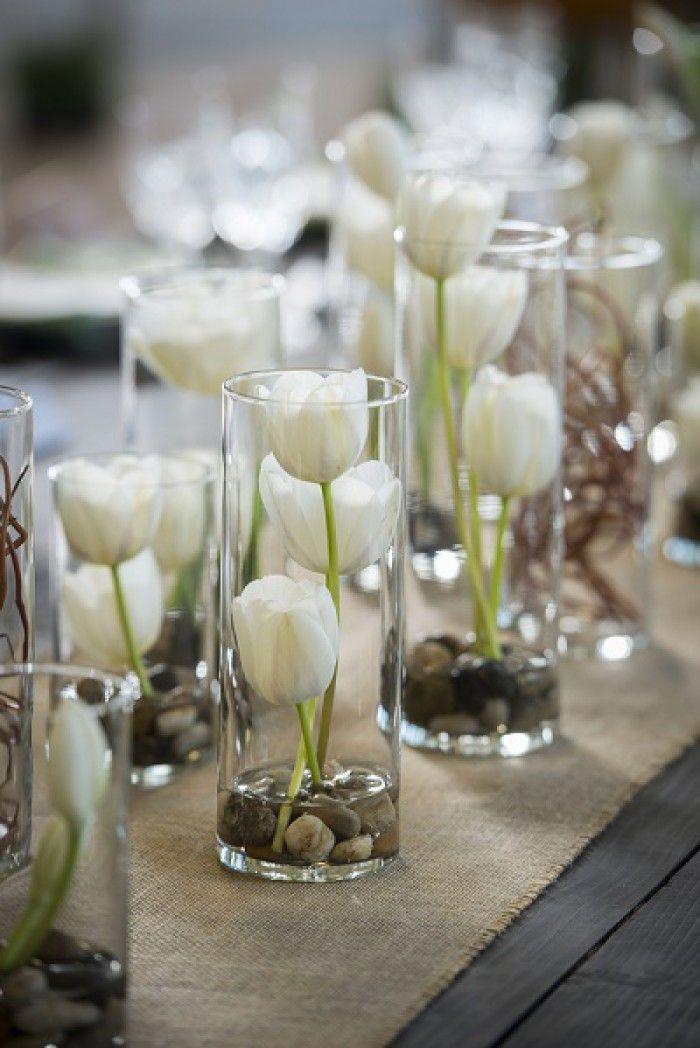 Zelfgemaakte tafeldecoratie voor een bruiloft
