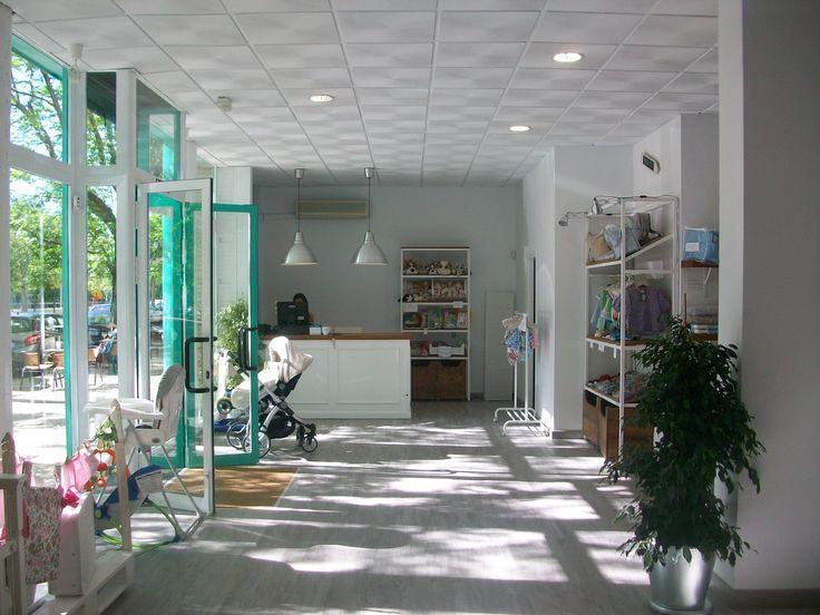 BBevolution es una tienda para padres y madres inteligentes, basada en un nuevo concepto de consumo en torno al bebé. Un espacio donde padres y madres puedan adquirir artículos nuevos o de segunda mano por un precio muy atractivo y sin renunciar a la calidad.