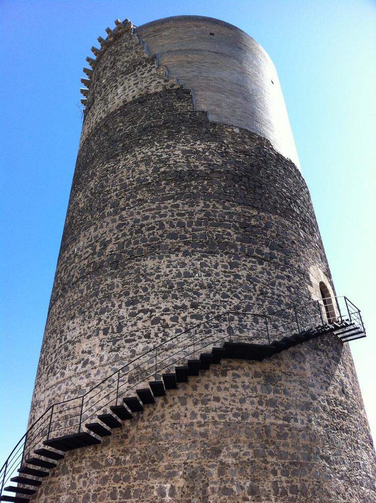 Torre de defensa restaurada d'Hostalric