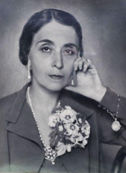 Maria Luisa Borromeo Arese (1891-1978), moglie del conte Gaetano Besana (1883-1951). Maria Luisa è figlia del principe Giberto Borromeo (1859-1941) e della contessa Rosanna Leonardi, e sorella del principe Vitaliano X (1892-1982).