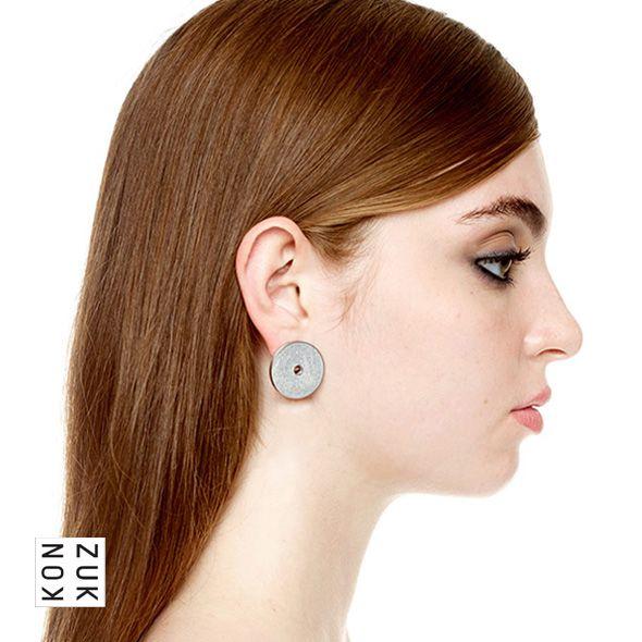KMe218 Discus Concrete Earrings