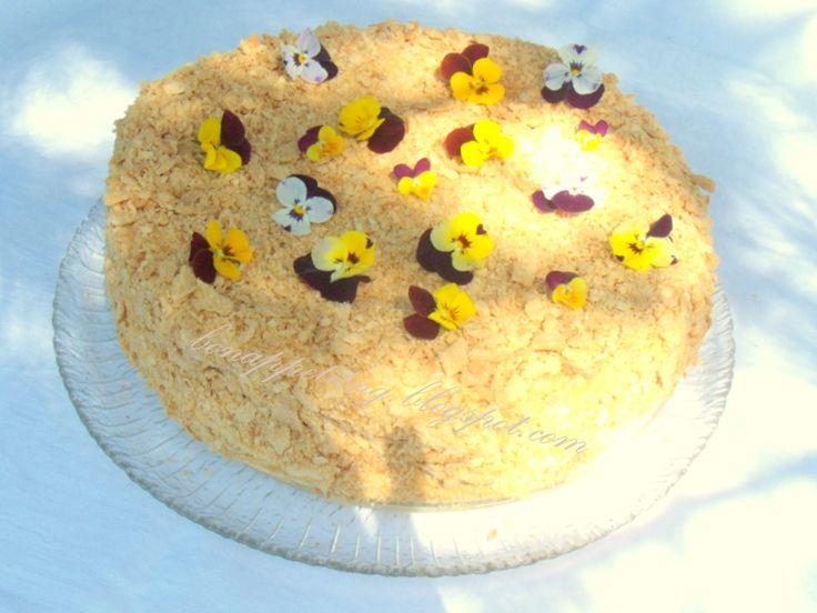 napoleon (cieniutkie ciasto - niby francuskie,  lekki krem z serka śmietankowego z dodatkiem owoców)