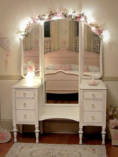 I have this exact vanity that dad refurbished for me. Should I paint it antique white and put it in Hannah's Room? @desiderata_jade