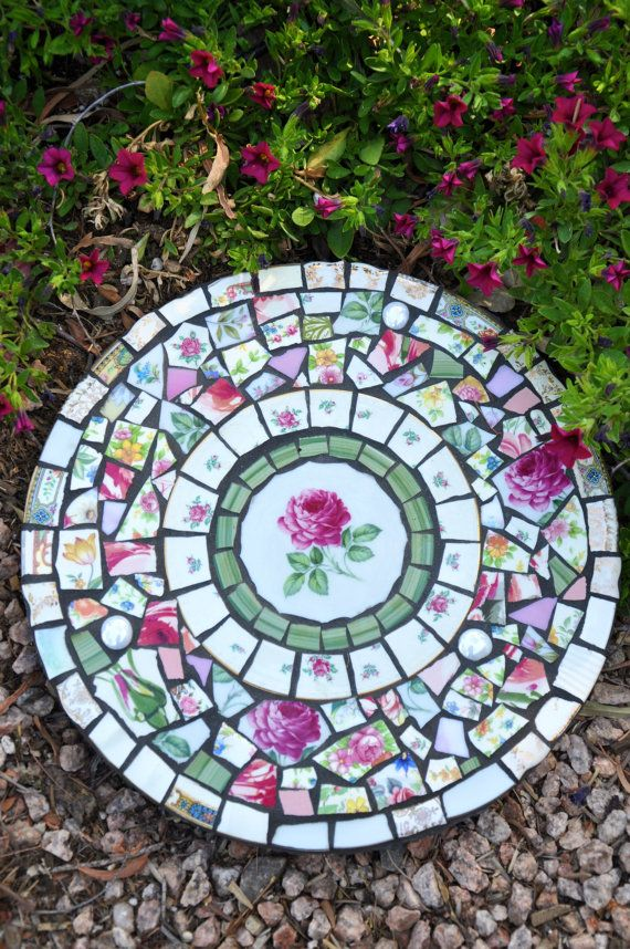 Mosaic Slate Round Stepping Stone with Vintage China and Stained Glass Garden…