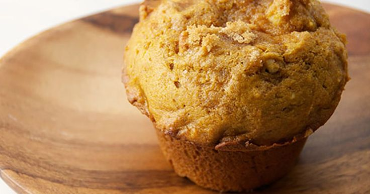 These 2-minute microwave pumpkin muffins are easy to bake. Follow the instructions for a tasty treat that will take you no time to make.