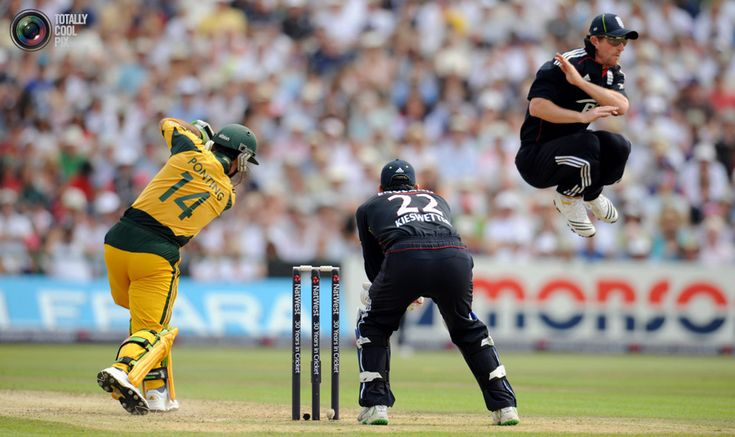 95. England's Paul Collingwood (R) leaps out of the way after Australia's Ricky Ponting hits out watched by Craig Kieswetter (C) during the third one-day international cricket match at Old Trafford cricket ground in Manchester June 27, 2010. REUTERS/Philip Brown