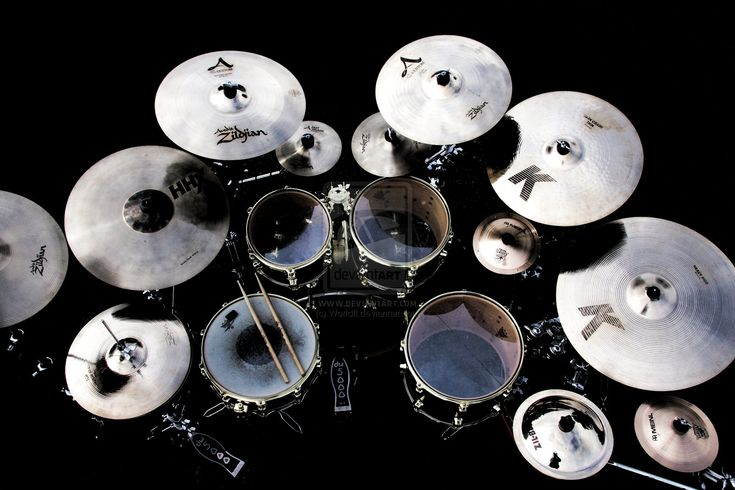 DW Drum Kit with nice Zildjian set even though some seem very far for easy strike