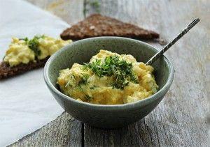 opskrift på sund og fedtfattig æggesalat :)