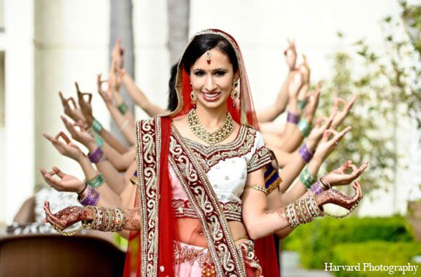 Image from http://shaadietyadi.com/blog/shaadi-content/uploads/2015/04/indian-wedding-photo-ideas.jpg.