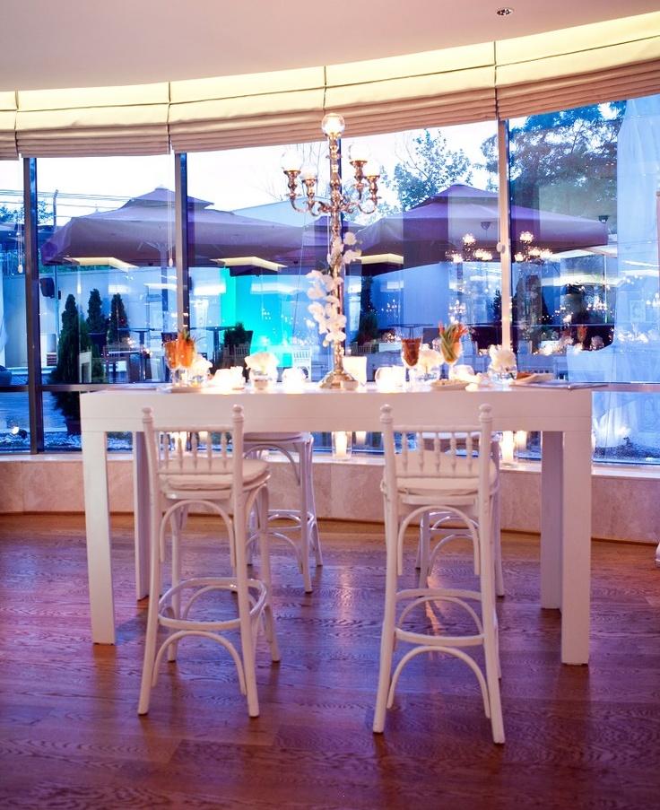 400m2 büyüklüğündeki gün ışığı alan Cosy Restaurant'ta yemekli davetlerde 250, kokteyl düzeninde ise 500 kişiye kadar misafirlerimizi ağırlayabildiğimizi biliyor muydunuz?