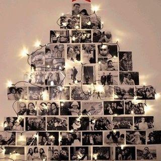 Já montou sua árvore de Natal? Ainda não?! Então que tal essa ideia como inspiração, recordar os bons momentos vividos ao longo do ano, sem gastar muito, ocupando pouco espaço além de fica superrrrrrr original!🔝🔝🔝🌲😍 #inspiração #natal #árvoredenatal #ideiadearvoredenatal #fotografia #recordações #diy
