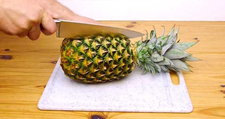 Vais ficar desiludido depois de veres que toda a vida cortaste o ananás de forma errada! Esta é a melhor maneira de sempre para cortar um ananás!